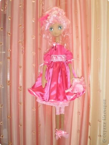 Кукла 65 см. Сшита как примитив с круглой головой из 4 клиньев, тело из фланели , покрашена кофе с корицей.  фото 2