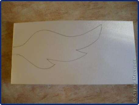 Для работы понадобится: круг из картона, пищевая фольга, журнальная страница, ножницы, клей карандаш, клей «Момент», вата, белая бумага. фото 10