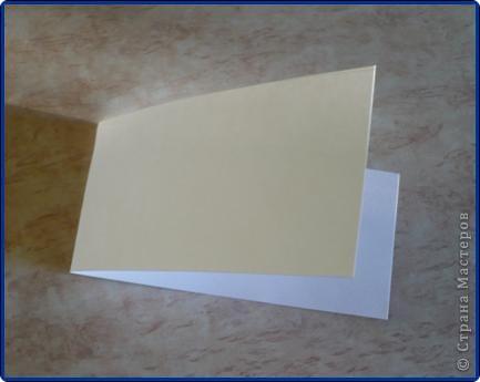 Для работы понадобится: круг из картона, пищевая фольга, журнальная страница, ножницы, клей карандаш, клей «Момент», вата, белая бумага. фото 9