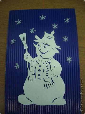 1.Снеговик вырезан.  Снежинки вокруг вышиты.2.Крольчиха с крольчатами.  Для фона больше подходит бархатная бумага.