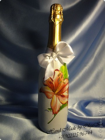 """Задумка этой бутылочки как """"Свадебная"""", оформлена с помощью техники декупаж. Сверху декорирована микробисером.  фото 1"""