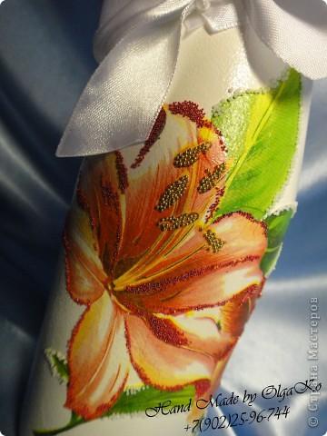 """Задумка этой бутылочки как """"Свадебная"""", оформлена с помощью техники декупаж. Сверху декорирована микробисером.  фото 2"""