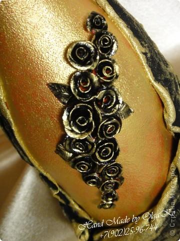 """Задумка этой бутылочки как """"Свадебная"""", оформлена с помощью техники декупаж. Сверху декорирована микробисером.  фото 4"""