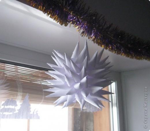 не знаю, правильно ли кусудамой назвала эту звезду :) нашли ее на местном сайте, очень понравилась и я решила поделиться ею с Вами! делать легко даже детям, а выглядит здорово! фото 1