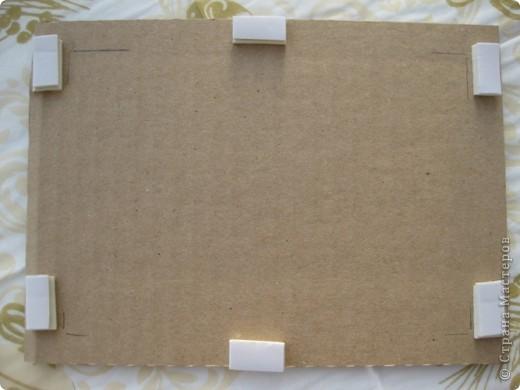 Участвуя в прошлом году в обмене , передо мной, как и перед остальными участниками встал вопрос.. Как упаковать? Я решила сделать так : вырезала из коробочного картона два прямоугольника размером больше открытки. фото 2