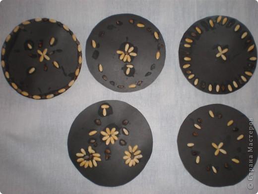 Аппликации выполнены из семян дыни и арбуза. Образцы: фото 3