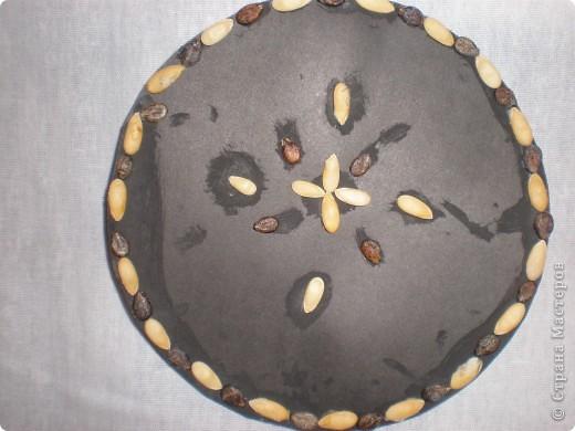 Аппликации выполнены из семян дыни и арбуза. Образцы: фото 4