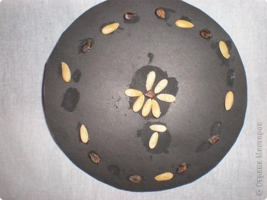 Аппликации выполнены из семян дыни и арбуза. Образцы: фото 5