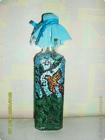 Попыталась выполнить декор бутылки в точечной технике, но увы подвели краски. Представляю на ваш суд то, что получилось. Хоть и не совсем то, что задумывалось, но мне нравится. фото 1