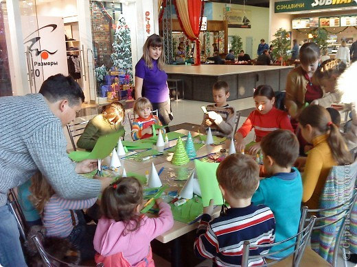 Это мой первый педагогический опыт. Думаю, все получилось вполне удачно. Дети и родители делали елочки, все остались довольны, а это главное! фото 8