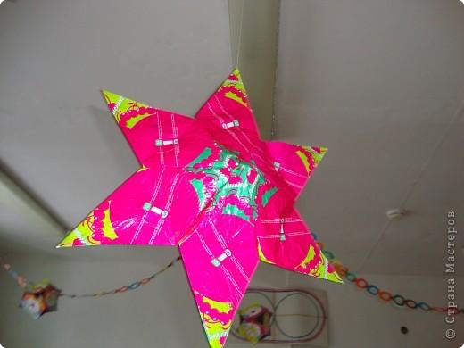 Звезда-подвеска из фантиков фото 2