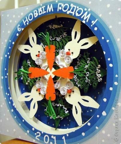 Давно хотелось сделать туннель. Спрева хотелось сделать снежинку. Решила поискать в интернете интересную форму, и где то увидела снежинку, где елки в перемешку с зайцами вырезаны.  Так родилась идея! Совместить вырезание, квилинг и туннель :) фото 10