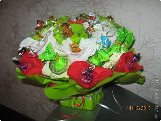 Мой первый опыт в создании букетов из конфет. Очень понравился и увлек процесс создания композиции. Надеюсь вам понравится. фото 2