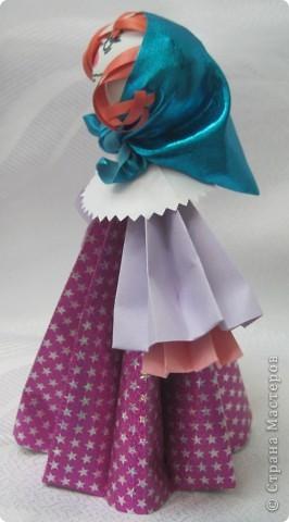 В актированный день, в сорокоградусный мороз пришла ко мне на занятия одна ученица Маша Калистратова. Вот мы и сделали этих кукол. Заготовки в основном у меня были сделаны. Марья сделала им кудряшки, надели платочки и вот они - три красавицы! фото 3