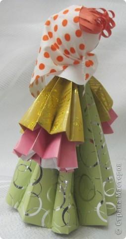 В актированный день, в сорокоградусный мороз пришла ко мне на занятия одна ученица Маша Калистратова. Вот мы и сделали этих кукол. Заготовки в основном у меня были сделаны. Марья сделала им кудряшки, надели платочки и вот они - три красавицы! фото 5