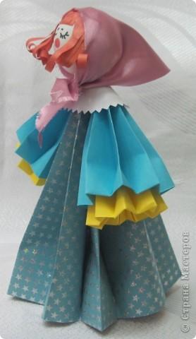 В актированный день, в сорокоградусный мороз пришла ко мне на занятия одна ученица Маша Калистратова. Вот мы и сделали этих кукол. Заготовки в основном у меня были сделаны. Марья сделала им кудряшки, надели платочки и вот они - три красавицы! фото 7