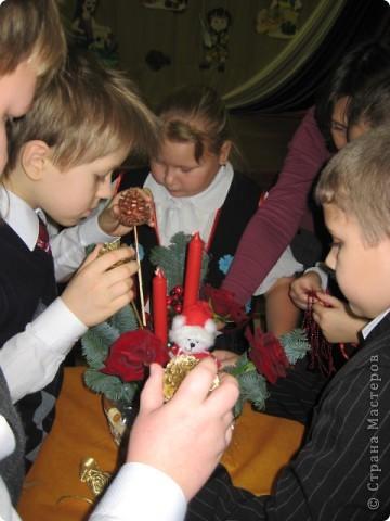 Эту  новогоднюю композицию собрали ученики 3-го класса. фото 3