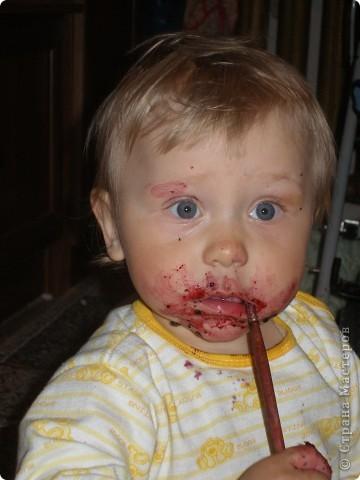 Увидала я что на сайте многие мамы боятся дать карапузам до года краску, ну так и не давайте. Мой сынуля все тянул в рот, а так хотелось чтоб порисовал, но удовольствие становится сомнительным когода постоянно слышишь не сунь в рот, нельзя.... фото 2
