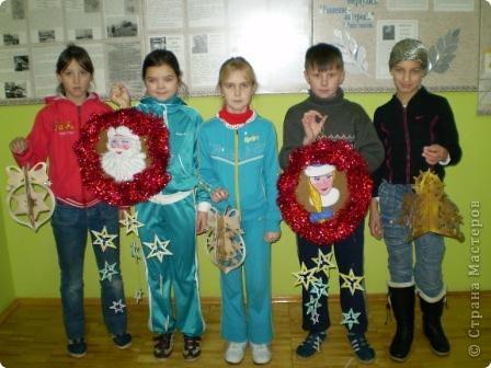 На носу Новый год и мы с кружковцами решили украсить школу к празднику.  Рождественский венок со Снеговиками фото 4