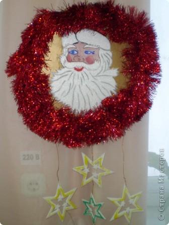 На носу Новый год и мы с кружковцами решили украсить школу к празднику.  Рождественский венок со Снеговиками фото 6