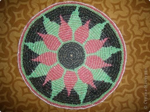 2. Техника: Вязание крючком 1. По просьбам мастериц выкладываю схему коврика.  Фото правда не очень...