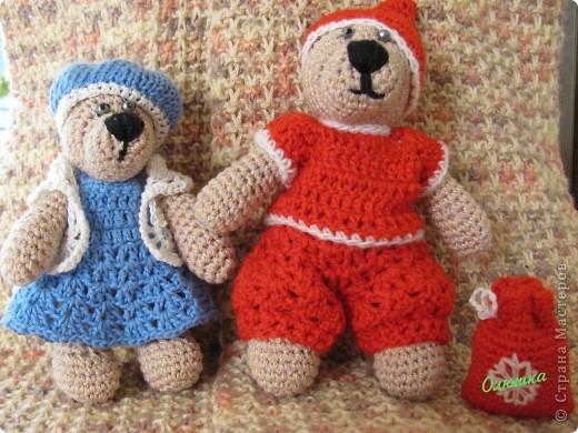 Мишки приоделись- на праздник собрались) Они теперь- Дед Мороз и Снегурочка!