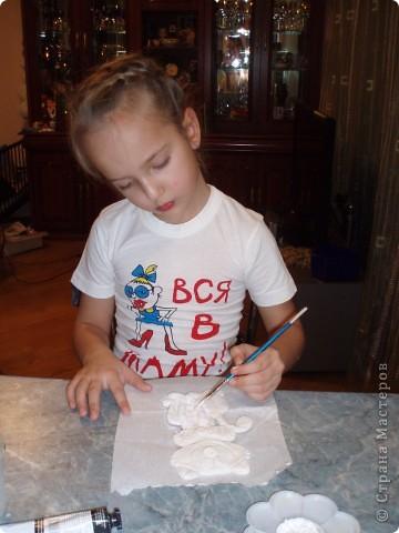 Добавила им еще рамочку (из картона - покрасила, декорировала тесьмой) фото 7