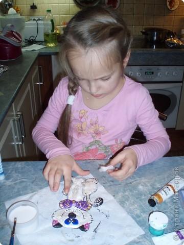Добавила им еще рамочку (из картона - покрасила, декорировала тесьмой) фото 8
