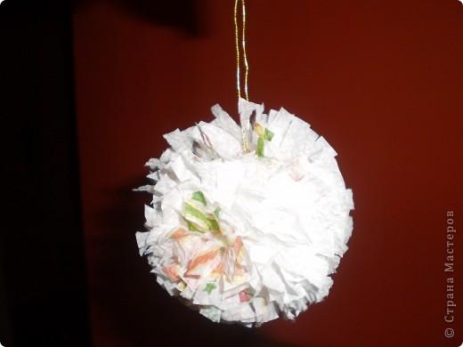 Привет! Я сделал два цветы из ткани, которая видела их   https://stranamasterov.ru/technics/napkins_details?tid=451 здесь собрались и polachi мяч, чтобы украсить дерево фото 1