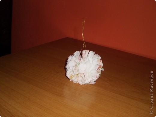 Привет! Я сделал два цветы из ткани, которая видела их   http://stranamasterov.ru/technics/napkins_details?tid=451 здесь собрались и polachi мяч, чтобы украсить дерево фото 2