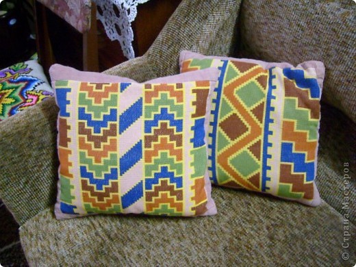 Вышитые подушки фото 1