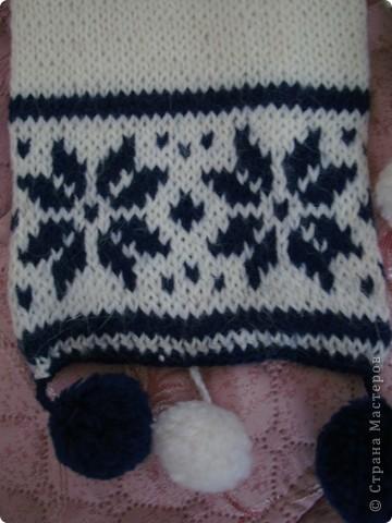 Вот такие шарфики вязала дочке , когда она была маленькой.Узор на них повторяет узор , который был на шапочках.Шапки были покупные.Шарфы связаны лицевой гладью.Они двойные и теплые. фото 3