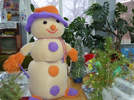 """Привлекательно и с веселой улыбкой выглядит наш снеговик. Чернова Ирина, 1 """"А"""". фото 2"""