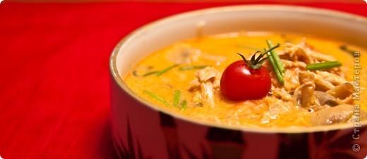 Тайский суп Том Ям с курицей и креветками