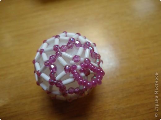 Новогодние шарики, оплетенные бисером фото 3