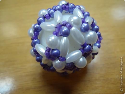 Новогодние шарики, оплетенные бисером фото 5