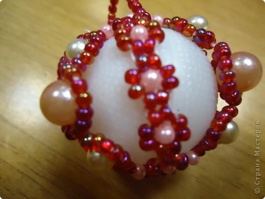 Новогодние шарики, оплетенные бисером фото 8