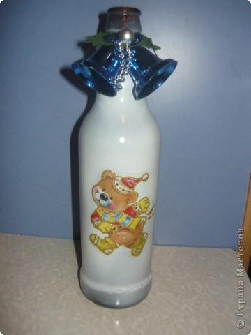 бутылка образец, она еще не доделана, здесь хотела показать идею с наклейкой.
