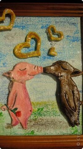 """""""Влюбленные свинки"""", """" А у нас - любовь"""", да сколько еще можно придумать названий, глядя на этих смешных поросят. А название которое осталось, наверное потому что от любви рождаются дети и их уже будет не 2. а 3 поросенка фото 1"""