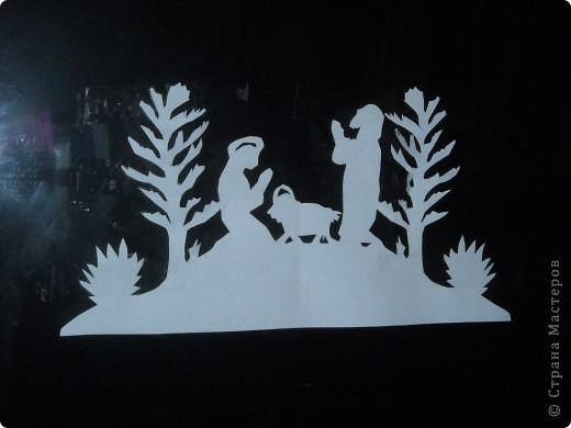 В эту ночь земля была в волненье:  Блеск большой диковинной звезды Ослепил вдруг горы и селенья,  Города, пустыни и сады.  фото 3