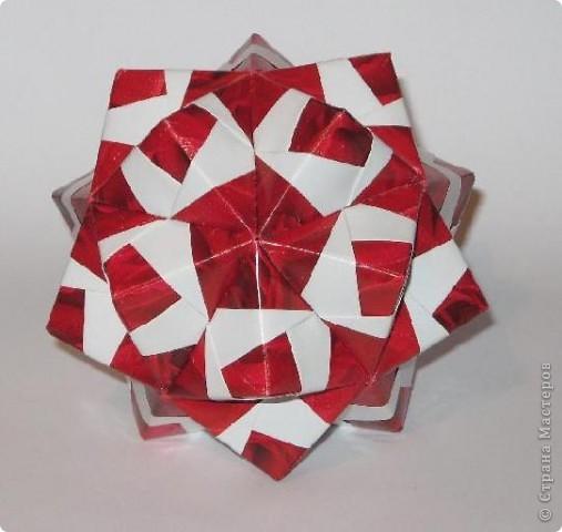 Всем привет!  Покажу еще несколько моделек, сделанных из яркой красной упаковочной бумаги.  Сакурадама Автор: Toshikazu Kawasaki МК Mary Bond вы найдете здесь: http://stranamasterov.ru/node/18890?tid=451%2C850 фото 2