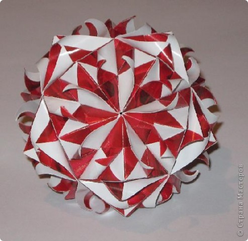 Всем привет!  Покажу еще несколько моделек, сделанных из яркой красной упаковочной бумаги.  Сакурадама Автор: Toshikazu Kawasaki МК Mary Bond вы найдете здесь: https://stranamasterov.ru/node/18890?tid=451%2C850 фото 4