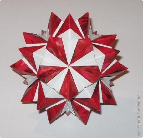 Всем привет!  Покажу еще несколько моделек, сделанных из яркой красной упаковочной бумаги.  Сакурадама Автор: Toshikazu Kawasaki МК Mary Bond вы найдете здесь: https://stranamasterov.ru/node/18890?tid=451%2C850 фото 3