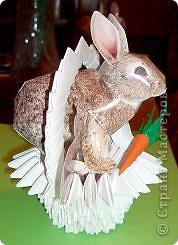 Вот такая кроличья корзинка получилась в итоге. Корзиночку делала по схеме из книги 3D оригами, а схема зайца есть практически на каждом сайте по поделкам из бумаги. фото 2