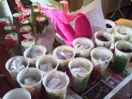 В эти стаканчики были посажены фиалки к Дню пожилого человека. фото 3