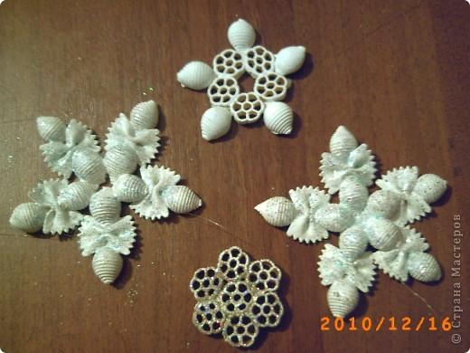 Поделка снежинка из макарон