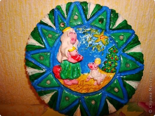 Моя первая проба вылепить картину с арнаментом, и в голову пришла вот такая тематика-Дева Мария с младенцем, барашек, рождественская елочка и, конечто же, звезда! Всех с наступающем РОЖДЕСТВОМ ХРИСТОВЫМ!!!! фото 1