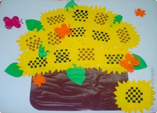 вот такую коллективную работу я делала с детьми 5-6 лет в детском саду. поросята, циплята и курочки сделаны в технике оригами; всё остальное нарисовано на ватмане гуашью. фото 2