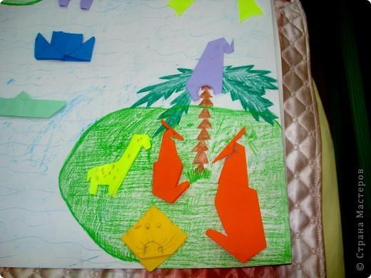 вот такую коллективную работу я делала с детьми 5-6 лет в детском саду. поросята, циплята и курочки сделаны в технике оригами; всё остальное нарисовано на ватмане гуашью. фото 4