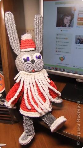 Заяц - дед мороз фото 1